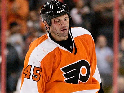 The NHL suspended Flyers forward Jody Shelley for 10 games for his hit on the Maples Leafs´ Darryl Boyce. (AP Photo)