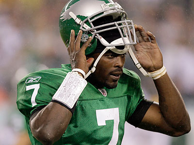 What kind of year will Michael Vick have in 2011? (Yong Kim/Staff file photo)