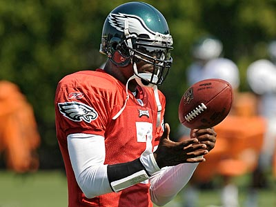 Michael Vick is preparing for Sunday´s game against the Redskins like any other game. (Clem Murray/Staff file photo)