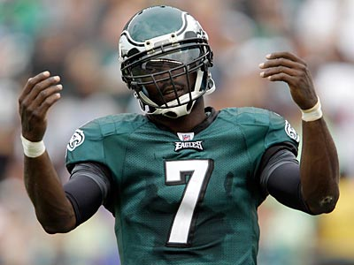 Michael Vick reacts to a false start penalty against the Eagles. (David Maialetti/Staff Photographer)