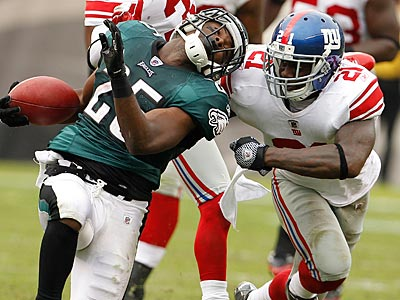 Eagles running back LeSean McCoy gets corralled by the Giants safety Kenny Phillips. (Ron Cortes/Staff Photographer)