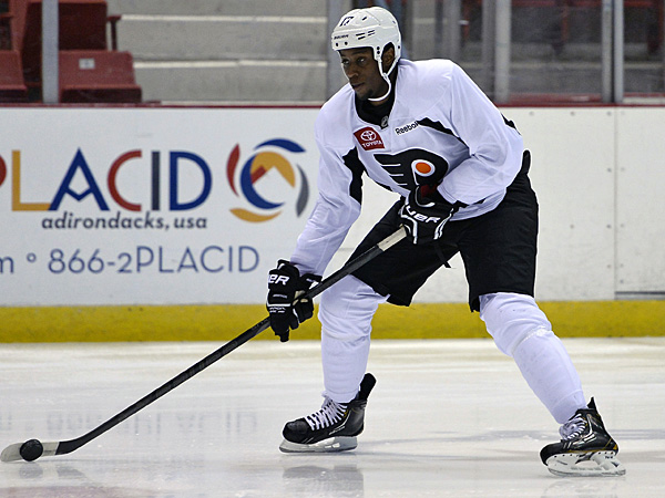 Flyers winger Wayne Simmonds. (John DiGiacomo/AP)