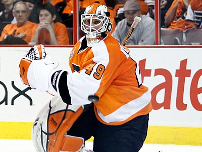 Flyers general manager Paul Holmgren said he isn´t too worried about goalie Michael Leighton´s back. (Yong Kim / Staff File Photo)