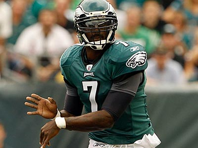 Eagles quarterback Michael Vick completed 16 of 23 passes for 176 yards vs. the Giants. (Yong Kim/Staff Photographer)