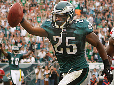 If Michael Vick is not able to go on Sunday, the Eagles could rely on LeSean McCoy even more. (Ron Cortes/Staff Photographer)