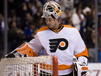 Michael Leighton will be sidelined for a month with a bulging disc in his back. (AP Photo/The Canadian Press, Adrien Veczan)