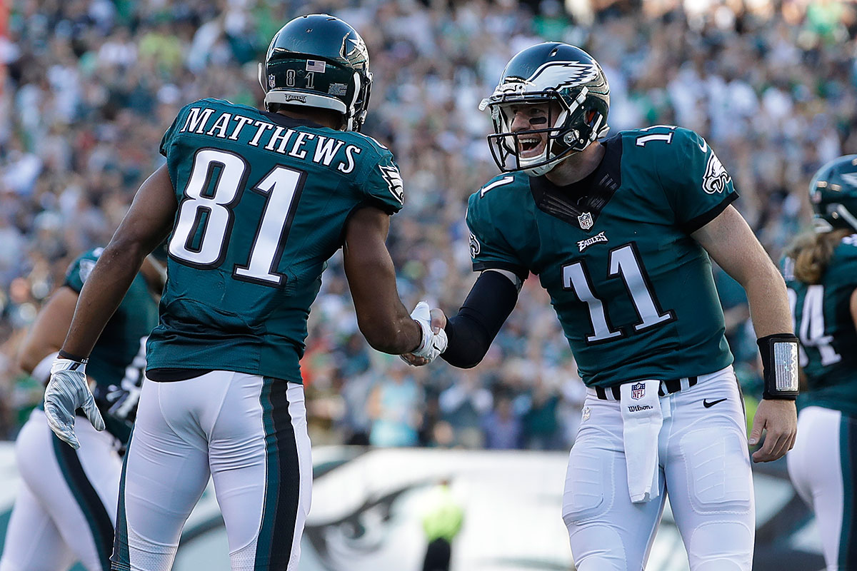 Philadelphia Eagles´ Carson Wentz, center, celebrates with Jordan Matthews after Matthews scored a touchdown during the first half of an NFL football game against the Pittsburgh Steelers, Sunday, Sept. 25, 2016, in Philadelphia.