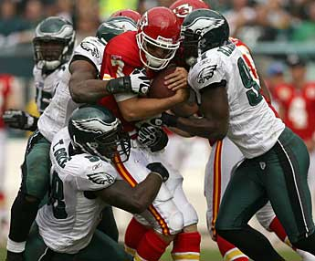 The Eagles´ defense had their way with the Chiefs in Sunday´s win. (Yong Kim / Staff Photographer)