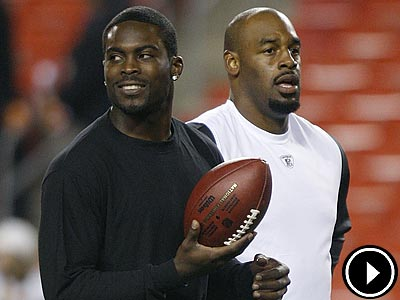 Michael Vick and Donovan McNabb will face off in McNabb´s return to Philadelphia. (AP Photo/Pablo Martinez Monsivais, File)
