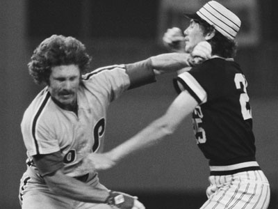 Mike Schmidt and Bruce Kison duke it out in 1977. Schmidt broke a finger during the fight. (AP Photo)
