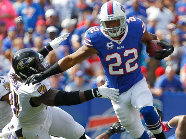 Bills running back Fred Jackson (22) runs past Baltimore Ravens outside linebacker Courtney Upshaw (91) during the first half of an NFL football game on Sunday, Sept. 29, 2013, in Orchard Park, N.Y. (Bill Wippert/AP)