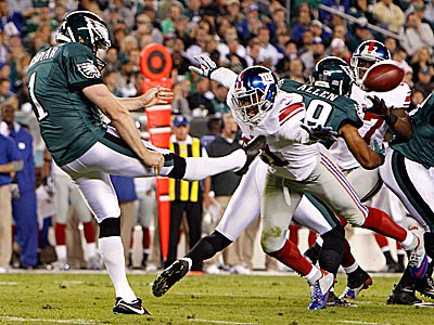 Eagles punter Mat McBriar punts the ball past the Giants´ Will Hill. (David Maialetti/Staff Photographer)