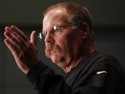 Eagles coach Andy Reid relied more on the short game against the Giants. (David Maialetti/Staff Photographer)