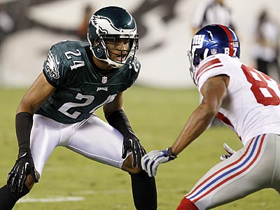 Nnamdi Asomugha defends the Giants&acute; Domenik Hixon on<br />Sunday night. (Yong Kim/Staff Photographer)
