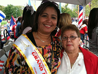 Councilwoman Maria Quinones-Sanchez stands with her mother, Bienvenida Neris (Barbara Laker / Staff)