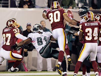 Jason Avant can´t hang on to Kevin Kolb´s pass on the last play of the game.  (Yong Kim / Staff Photographer)