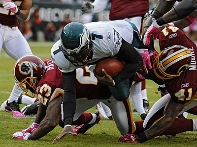 Michael Vick was injured diving for the end zone in the first quarter. (Clem Murray/Staff Photographer)