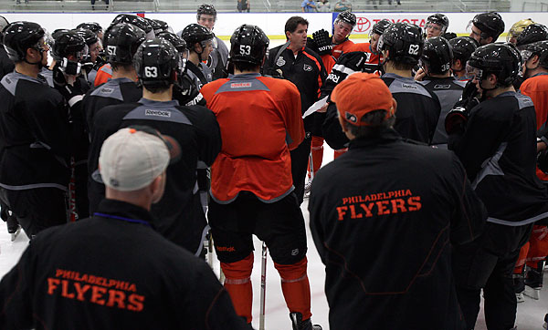 With his roster bolstered by a number of big-name new signings, Flyers coach Peter Laviolette is in the spotlight as he looks to lead the team to a Stanley Cup championship. (David Maialetti/Staff file photo)