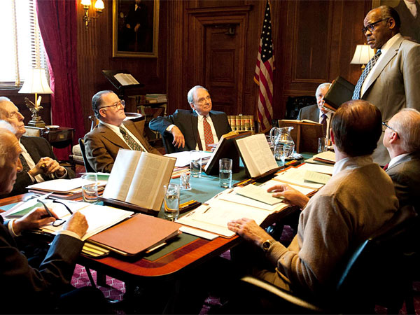 "Christopher Plummer, Fritz Weaver, Peter Gerety, Harris Yulin, Frank Langella and Danny Glover play Supreme Court justices in HBO´s ""Muhummad Ali´s Greatest Fight."" (Credit: Jojo Whilden/HBO)"