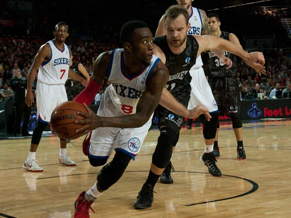 Tony Wroten duels for the ball in front Bilbao Basket´s Antanas Kavaliauskas, centre right, during the NBA Global basketball game in Bilbao northern Spain on Sunday, Oct. 6, 2012. (Alvaro Barrientos/AP file photo)