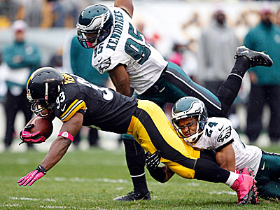 Nnamdi Asomugha and Mychal Kendricks try to tackle Steelers running back Rashard Mendenhall. (Yong Kim/Staff Photographer)