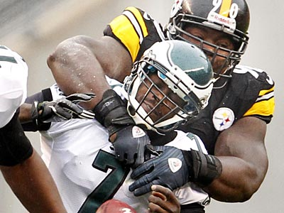 Eagles quarterback Michael Vick fumbles as he is hit by the Steelers´ Steve McLendon. (Yong Kim/Staff Photographer)