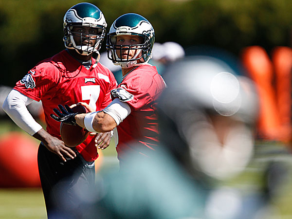 Eagles quarterbacks Michael Vick and Nick Foles. (David Maialetti/Staff Photographer)
