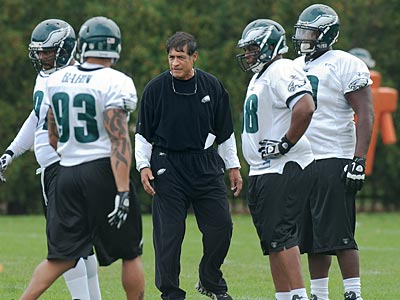 Will the Eagles add a consultant to help Juan Castillo with the defense? (Clem Murray/Staff Photographer)