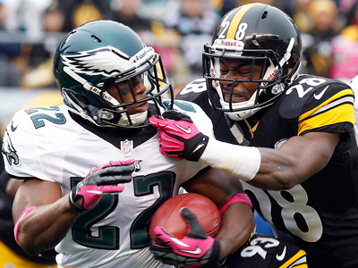 Brandon Boykin runs back a kickoff against Pittsburgh´s Allen Cortez on Oct. 7. (Yong Kim/Staff Photographer)