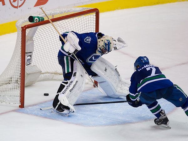 Vancouver Canucks goaltender Roberto Luongo watches the puck sail past him. (Darryl Dyck/Canadian Press/AP)