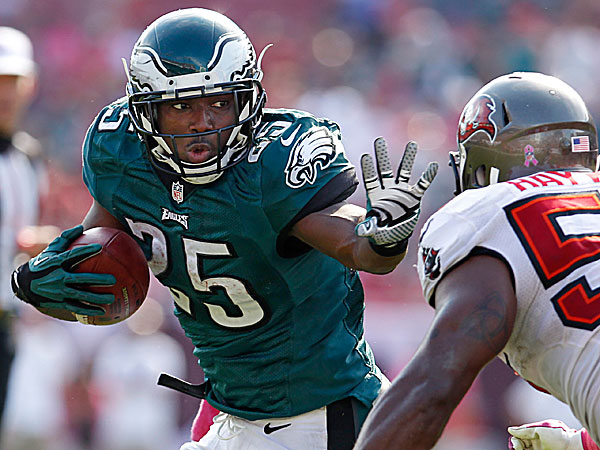 Eagles' McCoy to receive Wanamaker Athletic Award