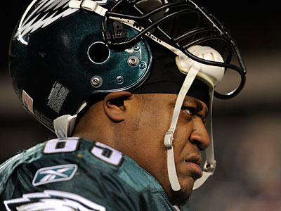 King Dunlap expects to start at left guard Sunday for the Eagles. (Michael Perez/AP)