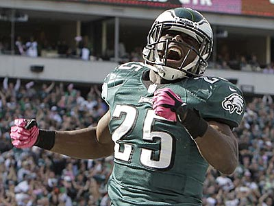 LeSean McCoy celebrates after he scores during the second<br />quarter against the Lions. (David Maialetti/Staff Photographer)
