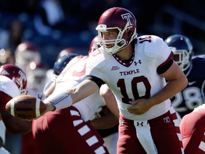 Temple quarterback Chris Coyer hands off during the Owls´ win over Connecticut. (Michael Dwyer/AP)