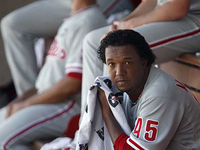 Pedro Martinez was removed from Game 2 of the NLCS after seven innings, despite allowing only two hits. (Ron Cortes / Staff Photographer)