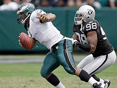 Donovan McNabb and the Eagles´ offense managed just nine points Sunday against the Raiders. (David Maialetti / Staff Photographer)