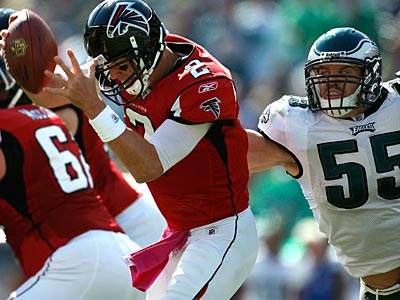 Eagles linebacker Stewart Bradley sacked Atlanta Falcons quarterback Matt Ryan on this play. (David Maialetti / Staff Photographer)
