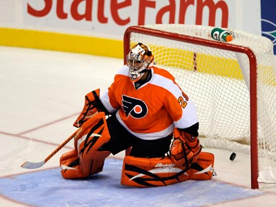 Ray Emery could be returning to the Flyers after playing for them in 2009.  (Michael Perez/AP Photo)