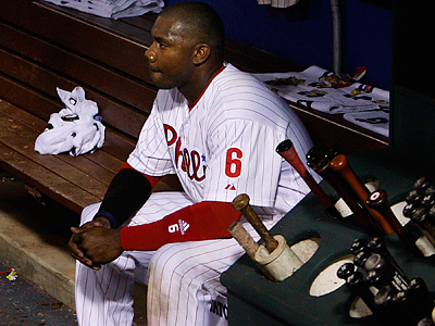 Ryan Howard sits in the dugout after striking out to end the game. (Ron Cortes/Staff Photographer)
