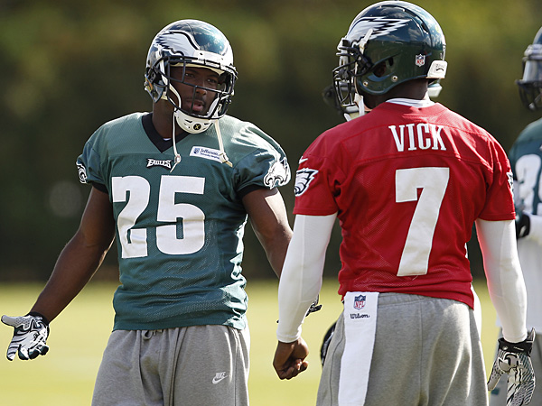 Eagles running back LeSean McCoy and quarterback Michael Vick. (David Maialetti/Staff Photographer)