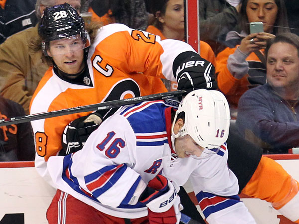 Claude Giroux tries to get past the Rangers´ Derick Brassard during the second period. (Yong Kim/Staff Photographer)
