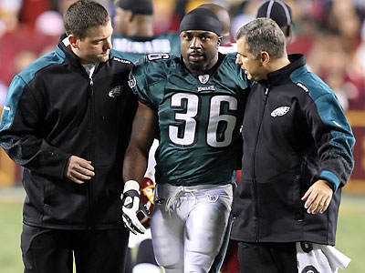 Brian Westbrook left the game midway through the first quarter with a concussion after running headfirst into Redskins linebacker London Fletcher´s knee. (Steven M. Falk/Staff Photographer)