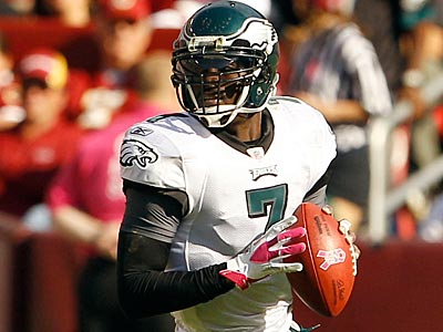 Eagles quarterback Michael Vick can expect to face a heavy blitz attack from the Cowboys Sunday night. (Yong Kim/Staff Photographer)