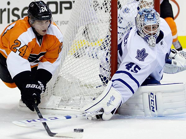 Philadelphia Flyers´ Matt Read, left, tries to get a shot past Toronto Maple Leafs´ Jonathan Bernier during the second period of an NHL hockey game on Wednesday, Oct. 2, 2013, in Philadelphia. (AP Photo/Matt Slocum)