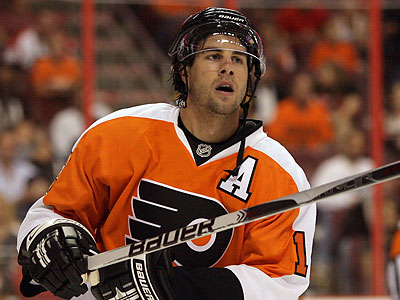 Simon Gagne has been diagnosed with two hernias. (Yong Kim / Staff file photo)