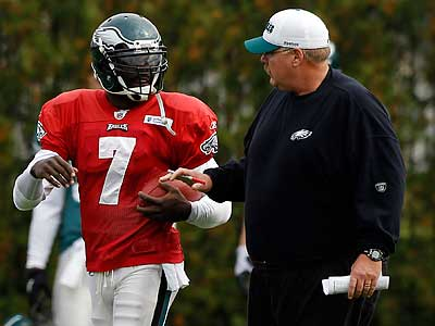 Michael Vick will attempt to keep Andy Reid´s perfect record after bye weeks intact Sunday. (Alex Brandon/AP)