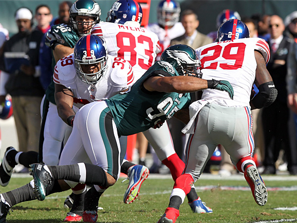 Eagles linebacker Mychal Kendricks goes after Giants running back Michael Cox during Sunday´s game. (Yong Kim/Staff Photographer)