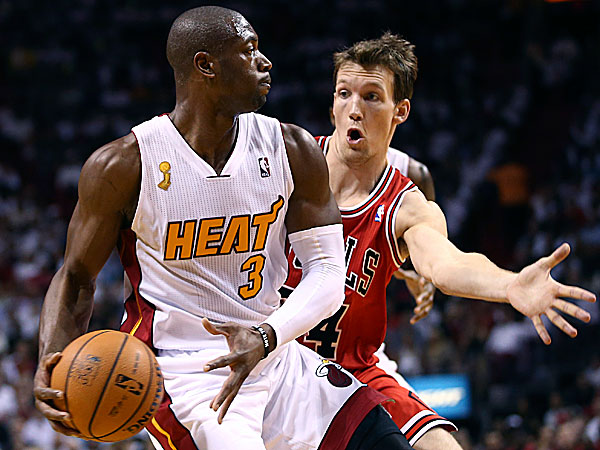 The Bulls´ Mike Dunleavy forces the Heat´s Dwyane Wade to pass the ball during the first quarter. (J Pat Carter/AP)