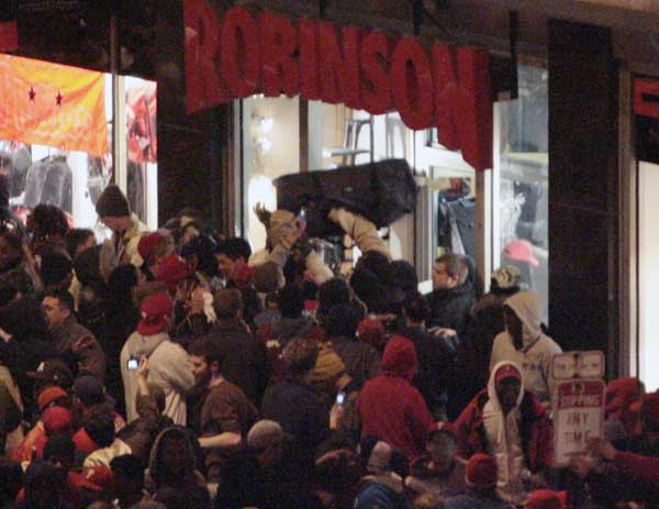 The crowd outside Robinson Luggage gets rowdy. (Elizabeth Robertson / Staff Photographer)