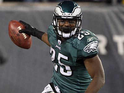 LeSean McCoy racked up 185 rushing yards and two touchdowns agains tthe Cowboys. (Yong Kim/Staff Photographer)